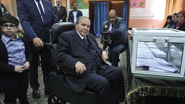 """بوتفليقة يعلن ترشحه رسميا ويخاطب الجزائريين: """"لم أعد بنفس القوة البدنية"""""""