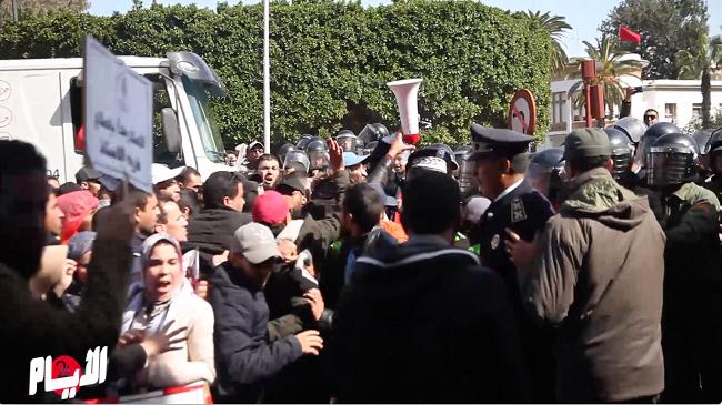 """بالفيديو..الأمن يطارد الأساتذة بـ""""الزرواطة"""" في شوارع الرباط"""
