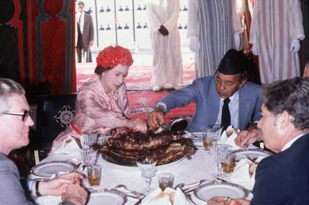 قبل الأمير هاري .. 39 سنة على زيارة الملكة الزابيث للمغرب بسبب الحرب في الصحراء (صور)