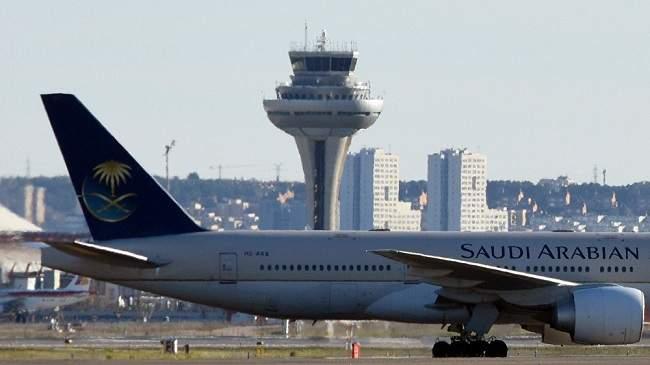سعودية تنسى رضيعها بالمطار وتستقل الطائرة...كيف تصرف الطيار (فيديو)