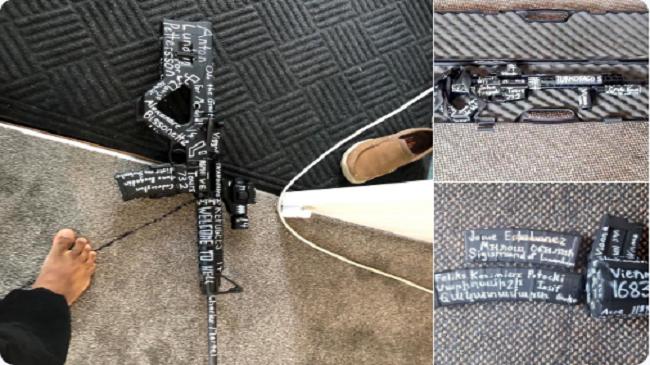 بالصور..الرسائل الخطيرة التي تركها قاتل المصلّين