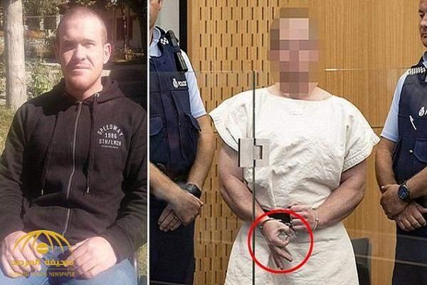 هكذا ظهر سفاح مجزرة نيوزلندا في المحكمة اليوم وما سر الإشارة التي وجهها للمصورين (صورة)