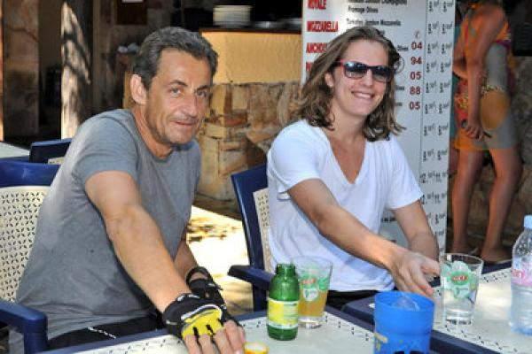 ساركوزي يحيي حفلا بأحد مطاعم الدار البيضاء