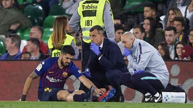 الرعب يسيطر على برشلونة بسبب إصابة سواريز