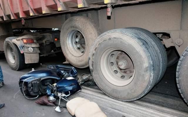 مأساة بإنزكان..شاحنة تحول جسد شخص إلى أشلاء في مشهد مروع