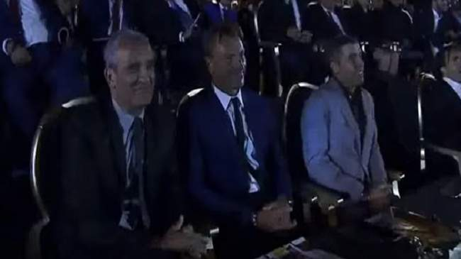 لقطة طريفة.. سقوط ورقة المنتخب المغربي من يد يايا توريه ورد فعل رونار وبودربالة