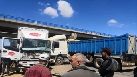 حادثة سير خطيرة بين شاحنتين توقف الطريق ببوسكورة