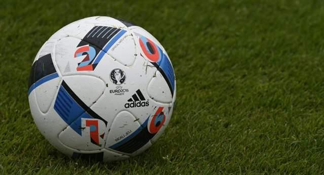 """حكم """"ينطح"""" لاعبا في الدوري الجزائري... ورد صارم من اتحاد الكرة!"""