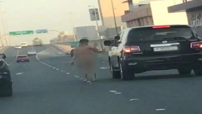 مارست الجنس وخرجت عارية للشارع ... هذه كانت عقوبتها !
