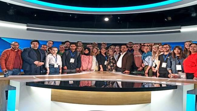 شباب أوربيون يتعرفون على أدوار التلفزيون المغربي في نشر الوعي الثقافي والاجتماعي والسياسي