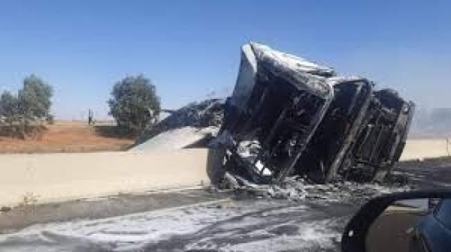 النيران تندلع في شاحنة وتغلق الطريق السيار بين البيضاء ومراكش لساعات (فيديو)