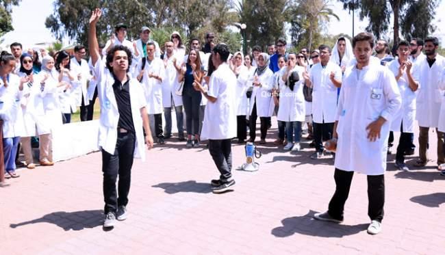 طلبة الطب يتحدّون الحكومة ويقاطعون الامتحانات