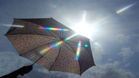 طقس الأحد: أجواء حارة وسحب ركامية في هذه المناطق