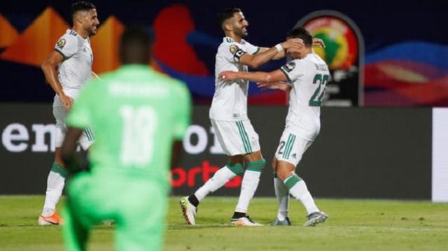 """""""كاف"""" يعاقب المنتخب الجزائري ويهدد بحرمانه"""