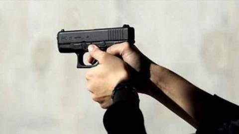شرطي يستعمل الرصاص لوقف كلب شرس هاجمه