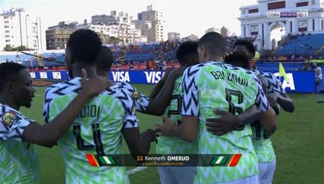 نيجيريا تفوز على غينيا وتتأهل إلى الدور ثمن النهائي