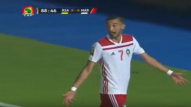 بالفيديو..خبير تحكيمي وحركة زياش المثيرة للجدل