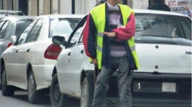 صراع السائقين وحراس السيارات.. مسؤول يدعو إلى التبليغ عن ارتفاع الأسعار