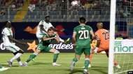 مباراة تشد أنظار المغاربة.. هل يكرر المنتخب الجزائري ''ملحمة 1990''؟