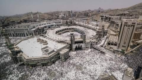 السياسة حاضرة.. المحظور والمباح في موسم الحج بالسعودية