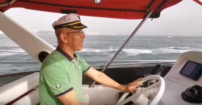 المعلق الجزائري الدراجي يقضي عطلته في المغرب ويشعل مواقع التواصل