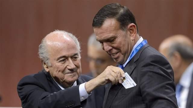 """""""الفيفا"""" يوقف رئيس اتحاد الباراغواي السابق مدى الحياة"""