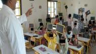 أستاذ وزوجته يتخلّيان عن التدريس ويغادران المغرب..تركا رسالة مؤثرة
