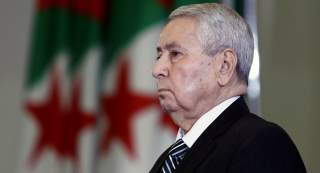 الرئيس الجزائري يطيح بمسؤول كبير