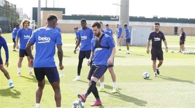 ميسي يعاود التمارين مع برشلونة قبل لقاء دورتموند