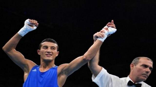 المغربي محمد حموت يواصل التألق في بطولة العالم للملاكمة