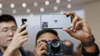 """سامسونغ تسخر من هاتف """"آيفون 11""""... فيديو"""