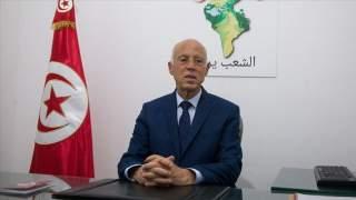 """قيس سعيّد.. """"المتعفف"""" الذي هزم الماكينات الانتخابية بتونس"""