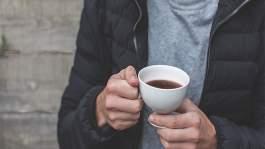 وظيفة رائعة .. تذوق القهوة في 8 مقاهي مختلفة واحصل على 10 الاف درهم في الشهر