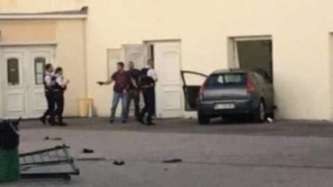 خطير.. رجل حاول اقتحام مسجد بسيارته عمدا في فرنسا