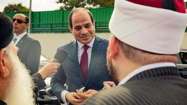 تعرض لسخرية واسعة .. رجل دين مصري يؤكد أن السيسي مرسل من الله (فيديو)