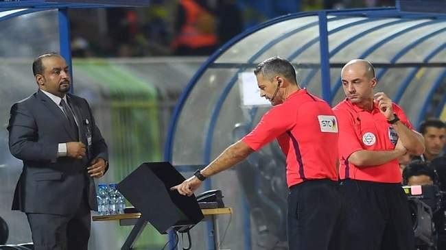 """فصل الأسلاك لأجل شحن هاتفه..القصة """"المضحكة"""" لتعطّل الـ""""VAR"""" في الدوري السعودي"""