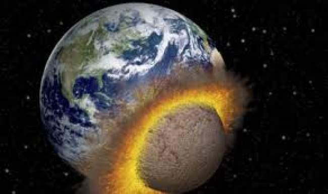 علماء يحددون موعد سقوط القمر على الأرض (فيديو)