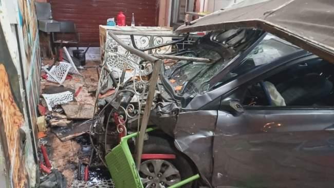 فرار السائق وارتفاع عدد المصابين.. تفاصيل جديدة في حادث اقتحام سيارة لمطعم بمراكش