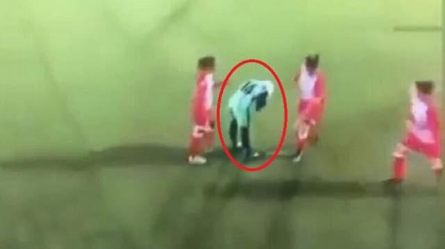 فيديو يثير الاعجاب..لاعبة يسقط منها الحجاب وتصرف مدهش من لاعبات النادي الخصم