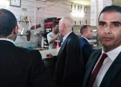 قيس سعيًد يشعل مواقع التواصل .. شاهد العادة التي لم يغيرها رغم انتخابه رئيسا لتونس (صورة)
