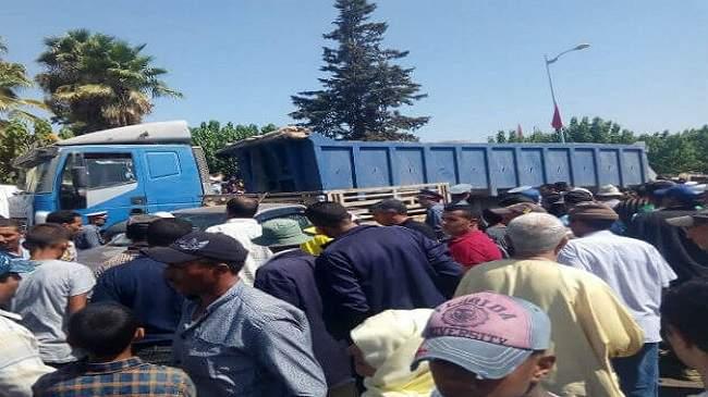 """المأساة في الخميسات..""""رموك"""" يقتحم سوقا أسبوعيا ويسقط قتلى وجرحى (+صور)"""