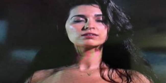 غضب بسبب تعري فنانة مغربية في لقطة سينمائية